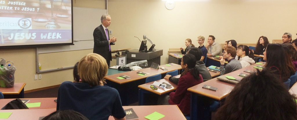 Judge Andrew Becroft, TSCF board chair, speaks to students at the University of Auckland Law School during Jesus Week.